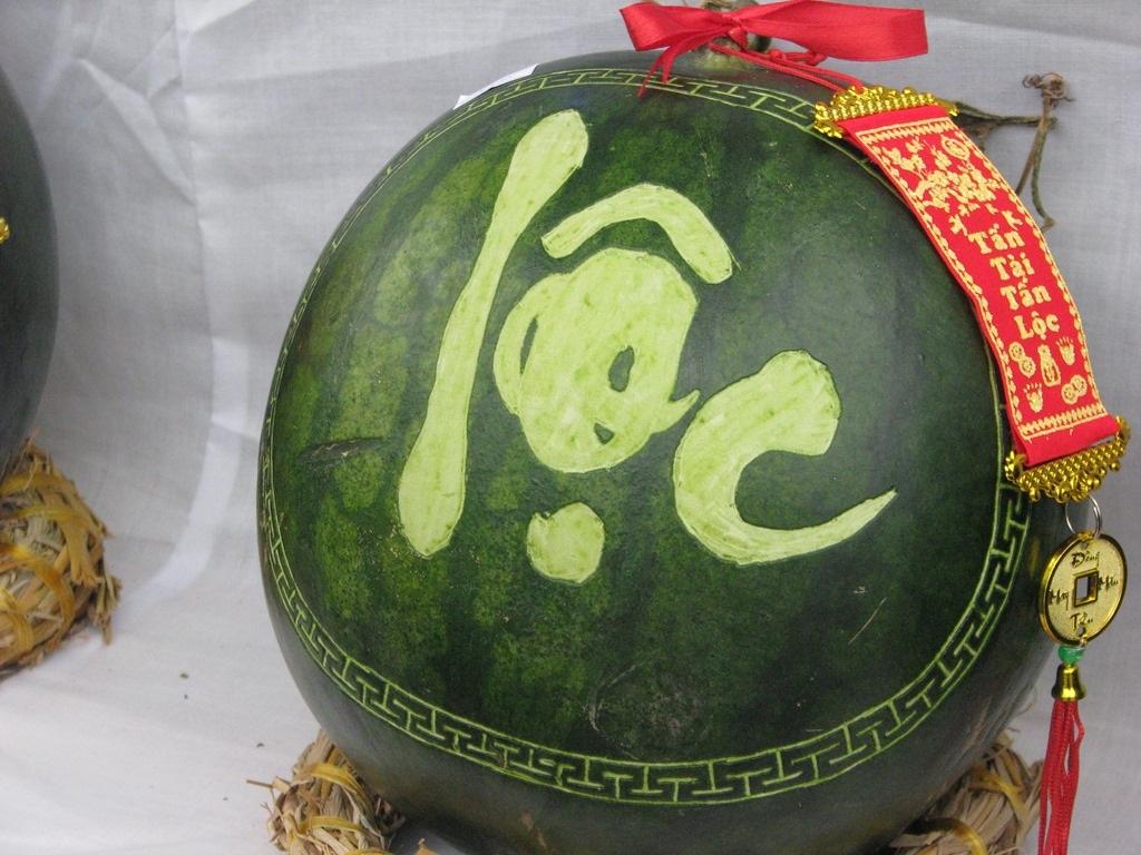 Đà Nẵng: Dưa hấu khắc chữ hút khách - 6