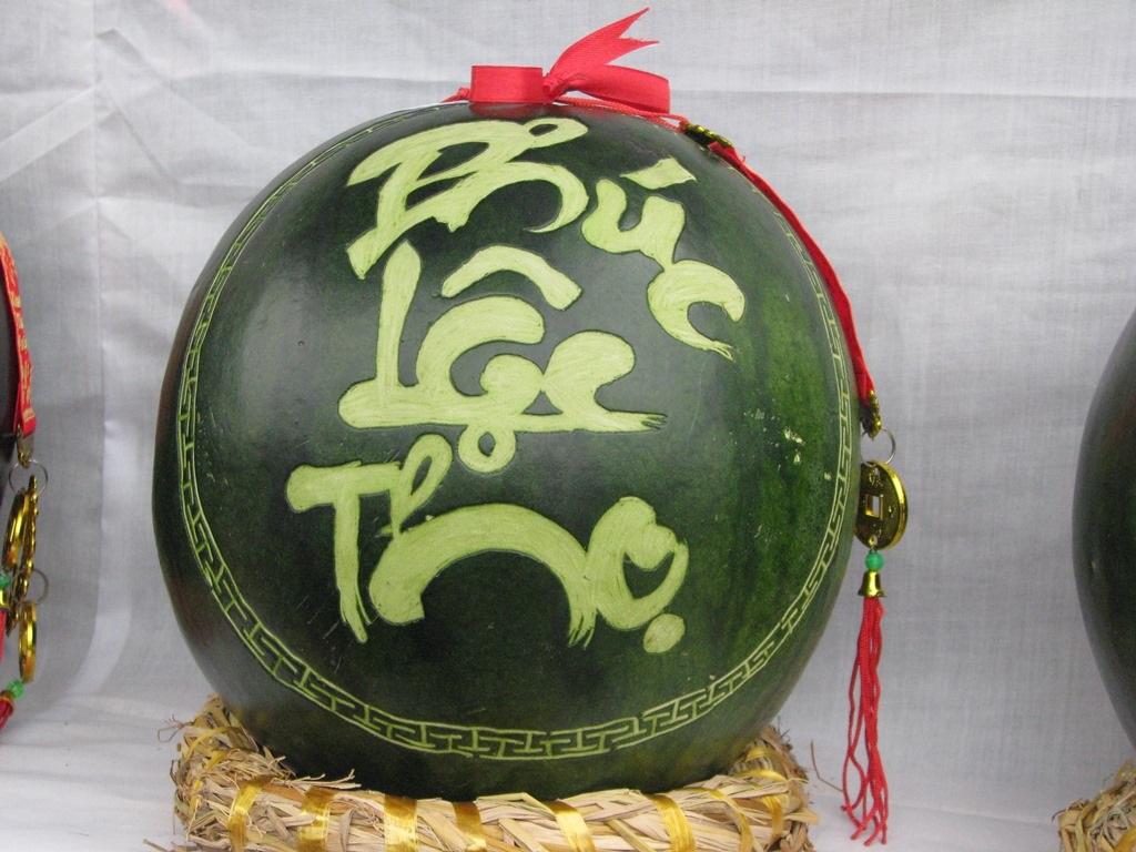 Đà Nẵng: Dưa hấu khắc chữ hút khách - 5