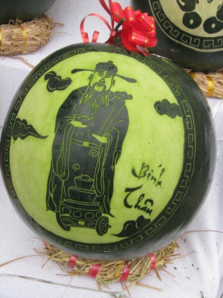 Đà Nẵng: Dưa hấu khắc chữ hút khách - 7