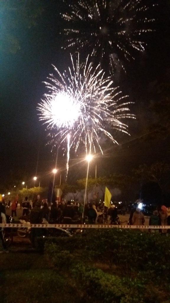 Đúng vào thời khắc giao thừa, pháo hoa đã bừng sáng trên bầu trời Đà Nẵng