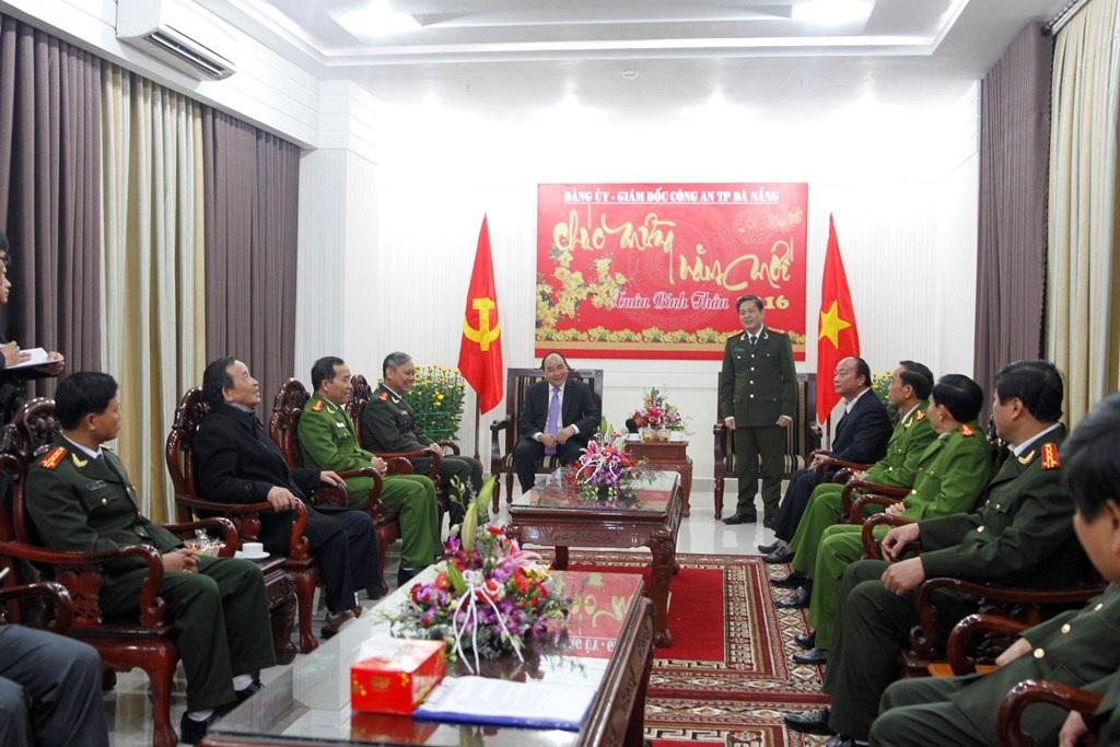 Phó Thủ tướng Nguyễn Xuân Phúc đến thăm và chúc Công an Đà Nẵng