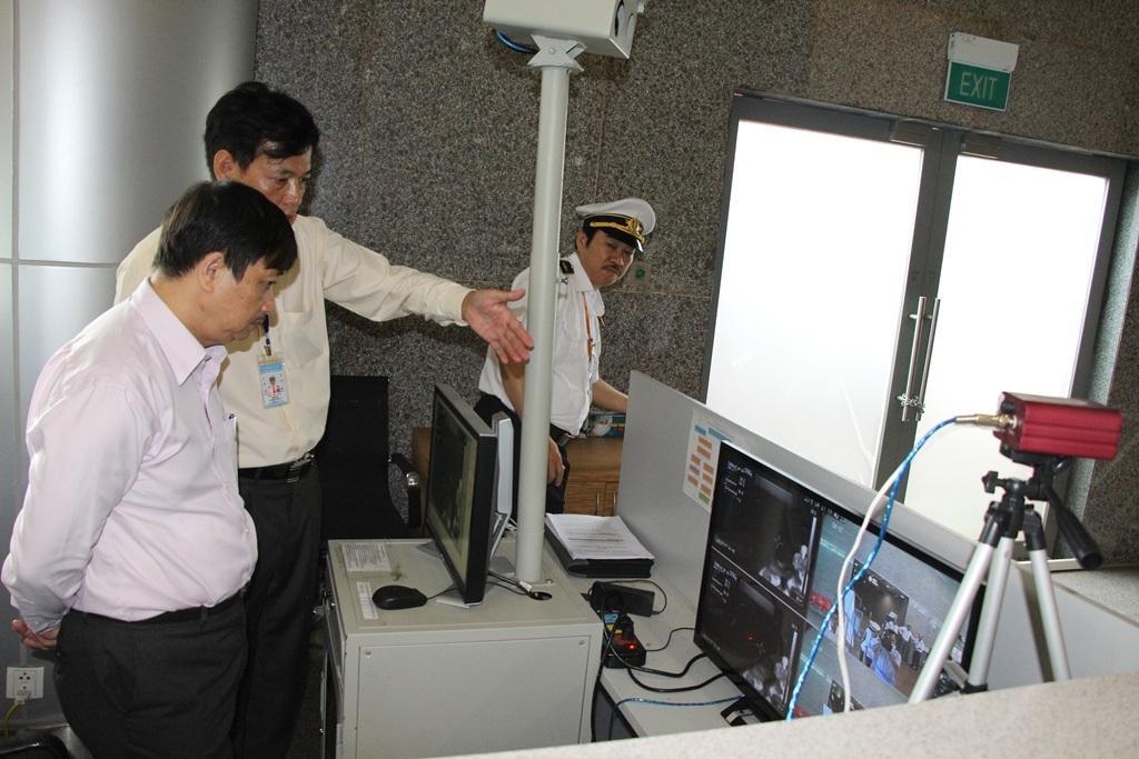 Phó Chủ tịch UBND TP Đà Nẵng Đặng Việt Dũng kiểm tra công tác phòng chống Zika tại Sân bay quốc tế Đà Nẵng