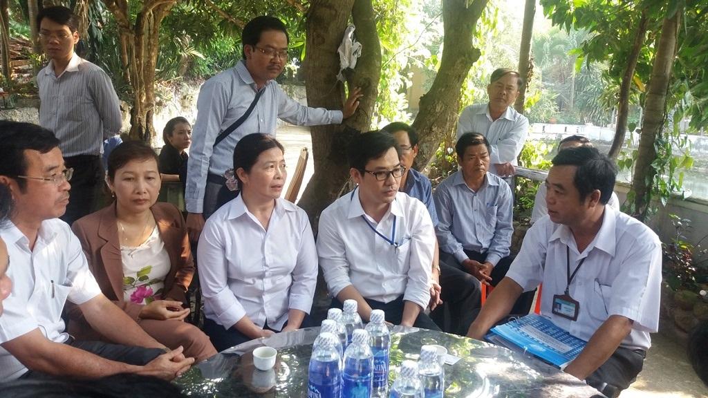 Đoàn gồm các ban, ngành TP Đà Nẵng, quận Liên Chiểu kiểm tra và làm việc với gia đìnhh ông Quang