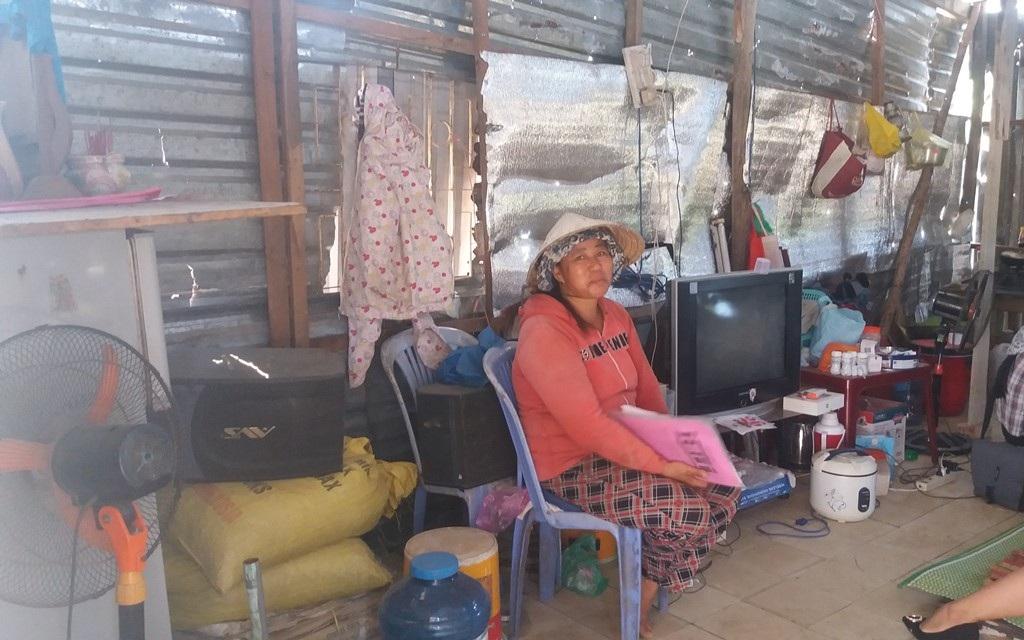Cuộc sống gia đình bà Hường bị đảo lộn, khổ sở