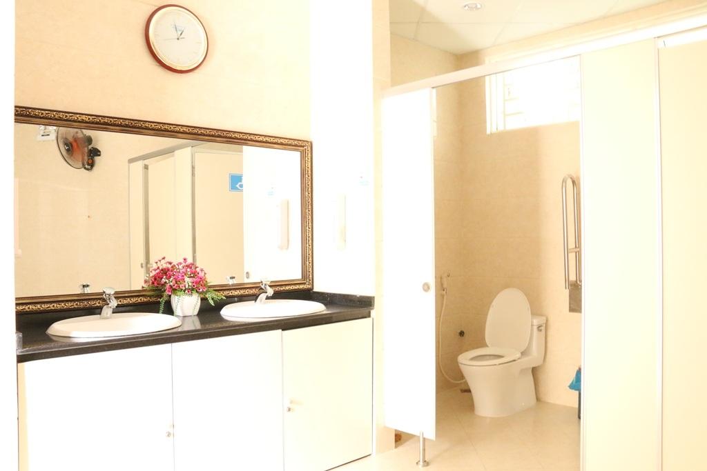 Khu nhà vệ sinh có diện tích khoảng 60m2 với chi phí đầu tư khoảng 1 tỷ đồng
