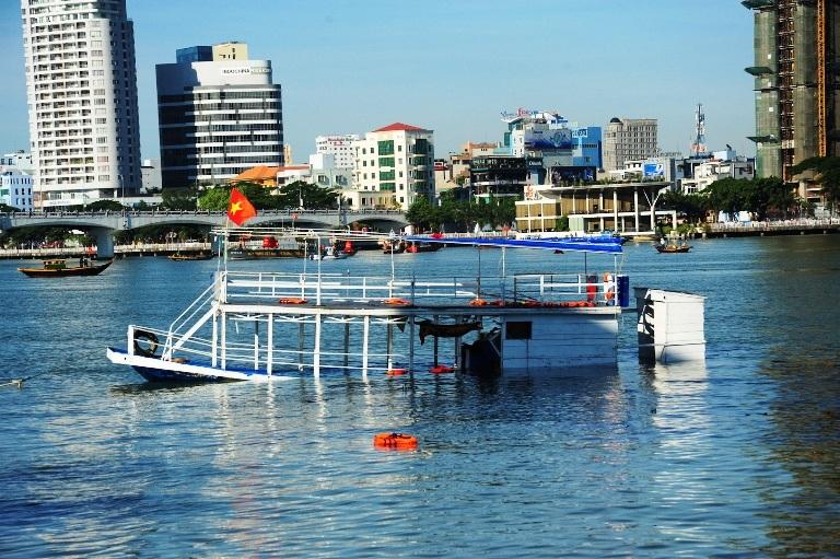 Chiếc tàu Thảo Vân 2 được neo trên sông Hàn