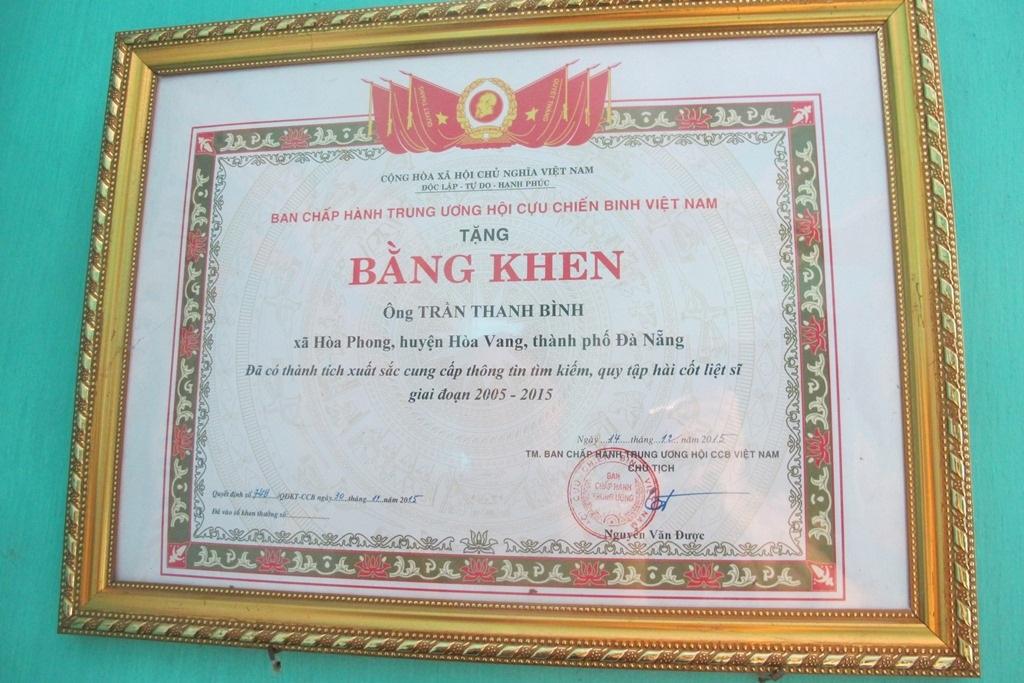Ông Bình được Ban chấp hành Trung ương Hội Cựu chiến binh Việt Nam tặng bằng khen vì đã có thành tích xuất sắc cung cấp thông tin tìm kiếm, quy tập hài cốt liệt sĩ