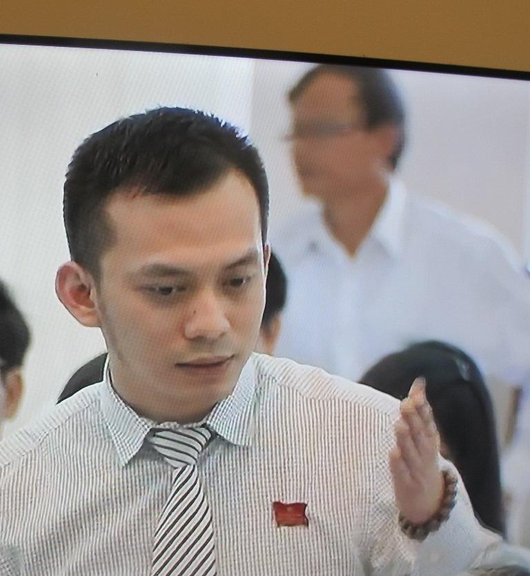 Ông Nguyễn Bá Cảnh phát biểu nhiều ý kiến tâm huyết tại kỳ họp Hội đồng nhân dân.