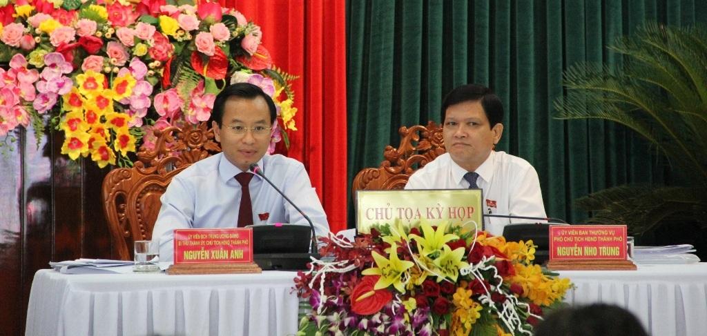 Ông Nguyễn Xuân Anh, Bí thư Thành ủy – Chủ tịch Hội đồng nhân dân Đà Nẵng phát biểu tại phiên chất vấn