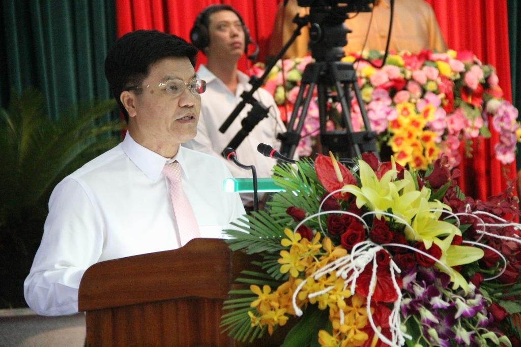 Ông Ngô Quang Vinh - Giám đốc Sở Du lịch Đà Nẵng trả lời chất vấn của các đại biểu về vấn đề du lịch chui