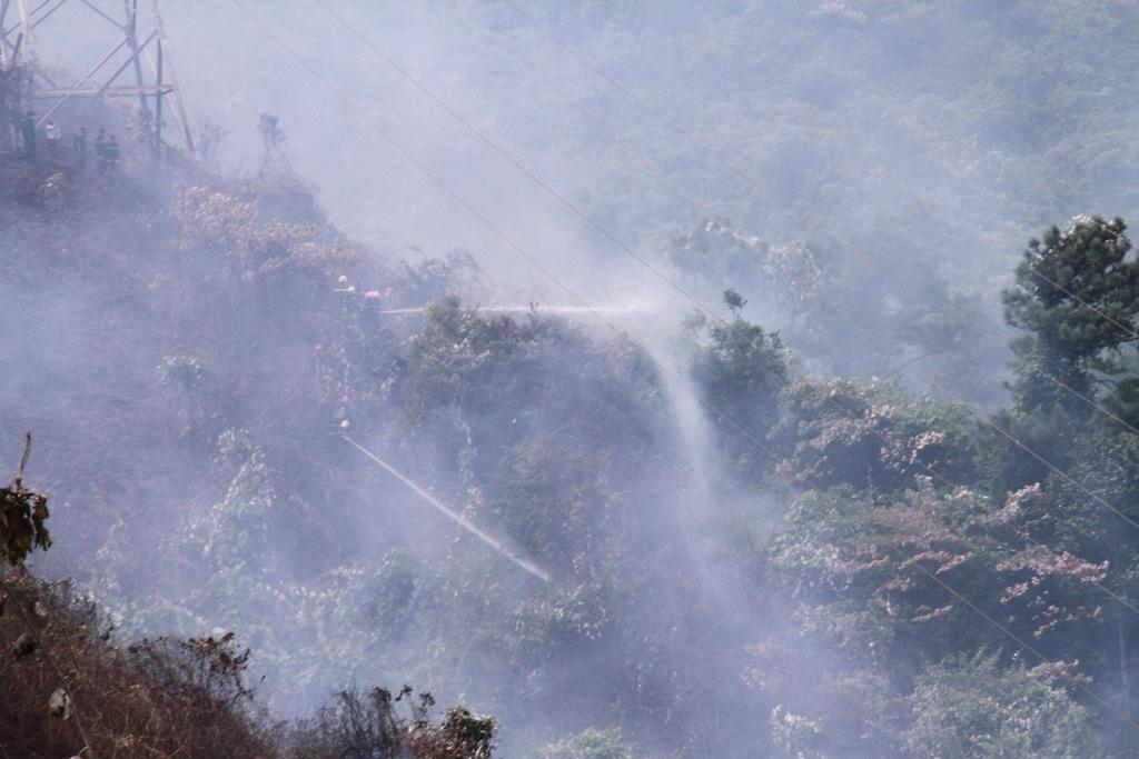 Do địa hình hiểm trở nên công tác chữa cháy gặp nhiều khó khăn