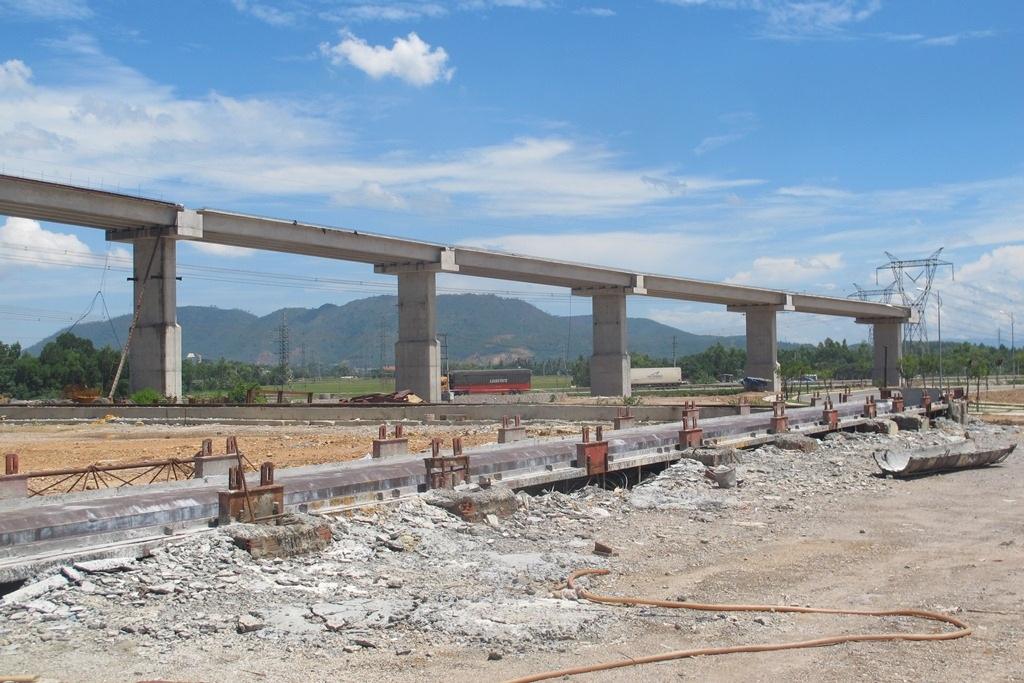 Công trình cầu vượt cao tốc La Sơn - Túy Loan