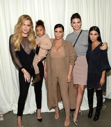 Các thành viên gia đình Kardashian đều sở hữu khuôn mặt ưa nhìn và vóc dáng quyến rũ