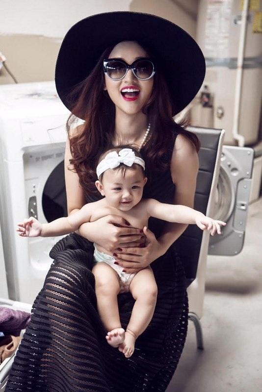 Những bà mẹ đơn thân xinh đẹp của showbiz Việt - 10