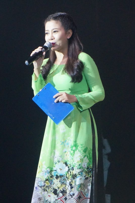 Diễn viên Mai Phương đảm nhận vai trò MC cùng Vũ Mạnh Cường
