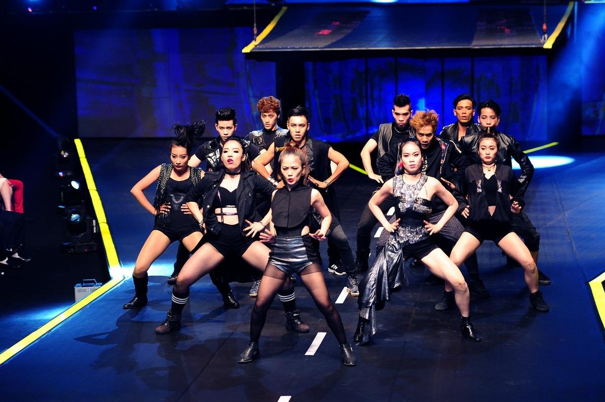 Top 14 thí sính có mặt tại ngôi nhà chung của chương trình xuất hiện trong đêm chung kết