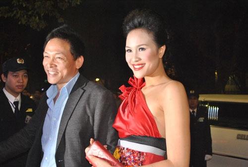 Phương Mai bên canh đạo diễn Ngô Quang Hải