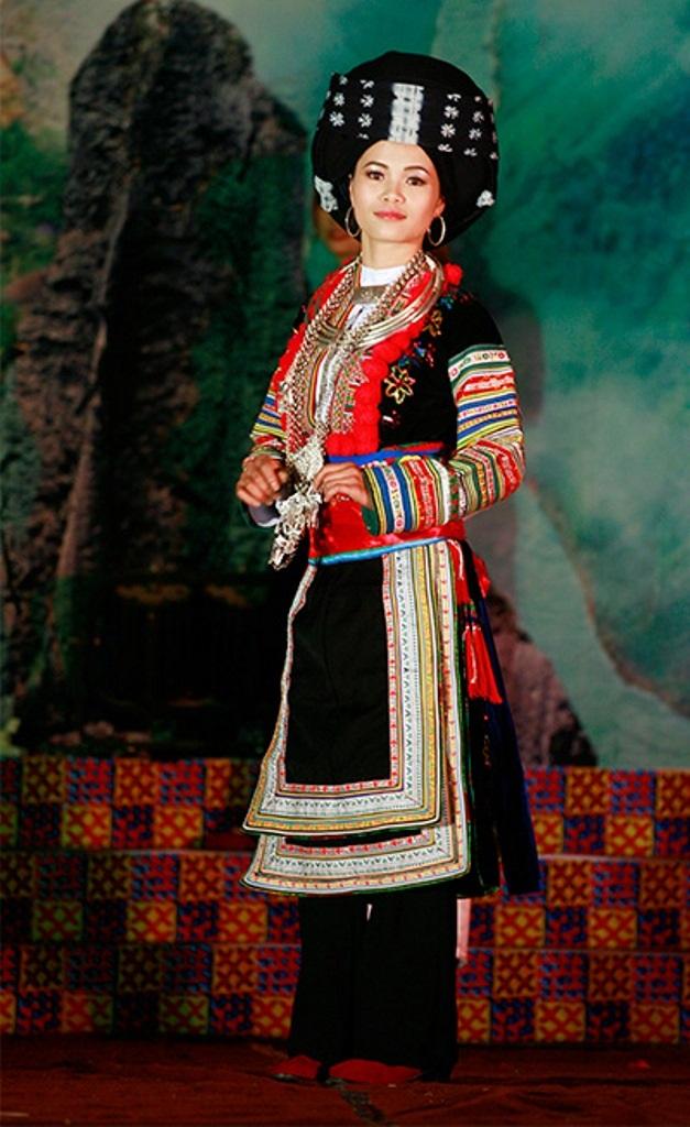 """""""Lộ diện"""" trang phục truyền thống của Lệ Quyên tại Miss Grand International 2015 - 3"""