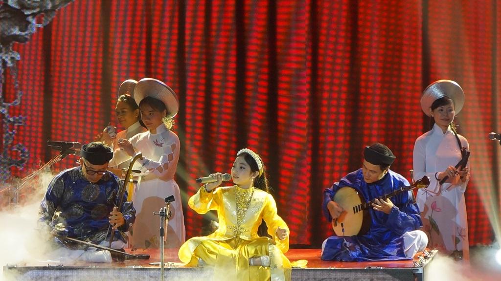 Hồng Minh trở thành Quán quân Giọng hát Việt nhí mùa 3 - 6