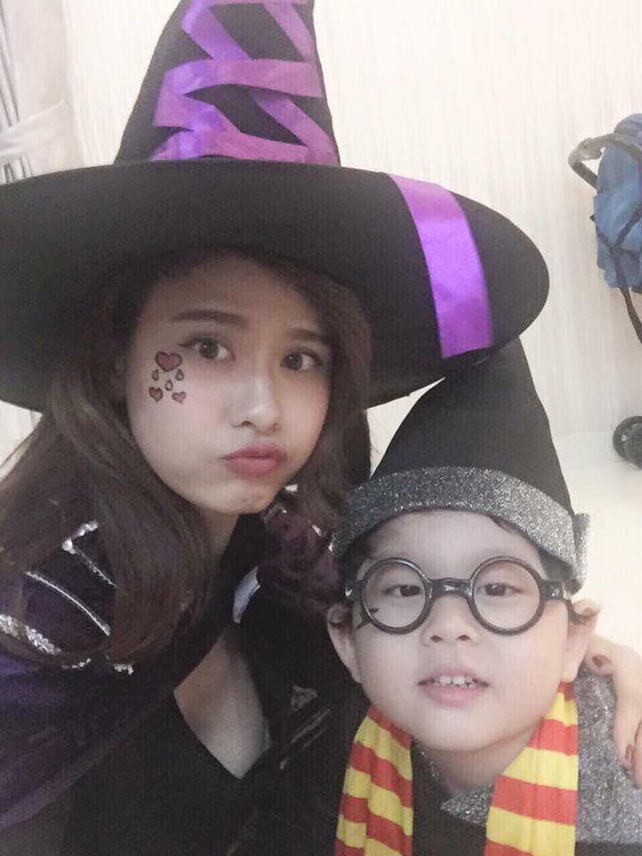 Trương Quỳnh Anh và cậu con trai khá đáng yêu hóa thân phù thủy