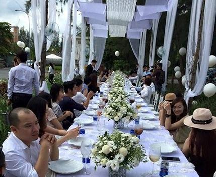 Không gian tiệc cưới của Phan Như Thảo và khách mời cũng khá hạn chế là những người bạn thân thiết nhất của cả hai.