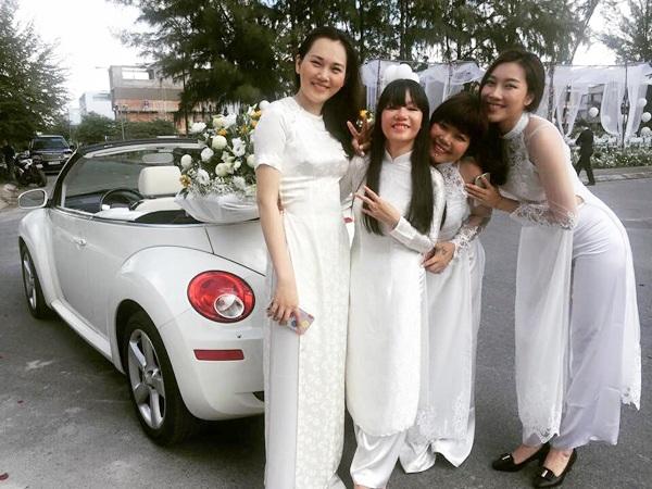 Bạn bè Phan Như Thảo khoe ảnh bên chiếc xe được Ngọc Thúy khẳng định là tài sản của cô và chồng cũ đang tranh chấp.