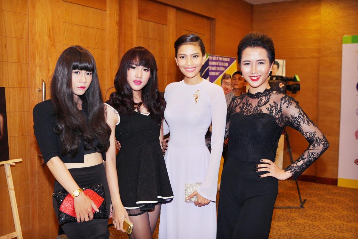 Tham gia chương trình,Trương Thị May cũng bày tỏhy vọng xã hội sẽ có cái nhìn cởi mở và xóa bỏ phân biệt đối xử với cộng đồng MSM-TG (người đồng tính nam, chuyển giới).