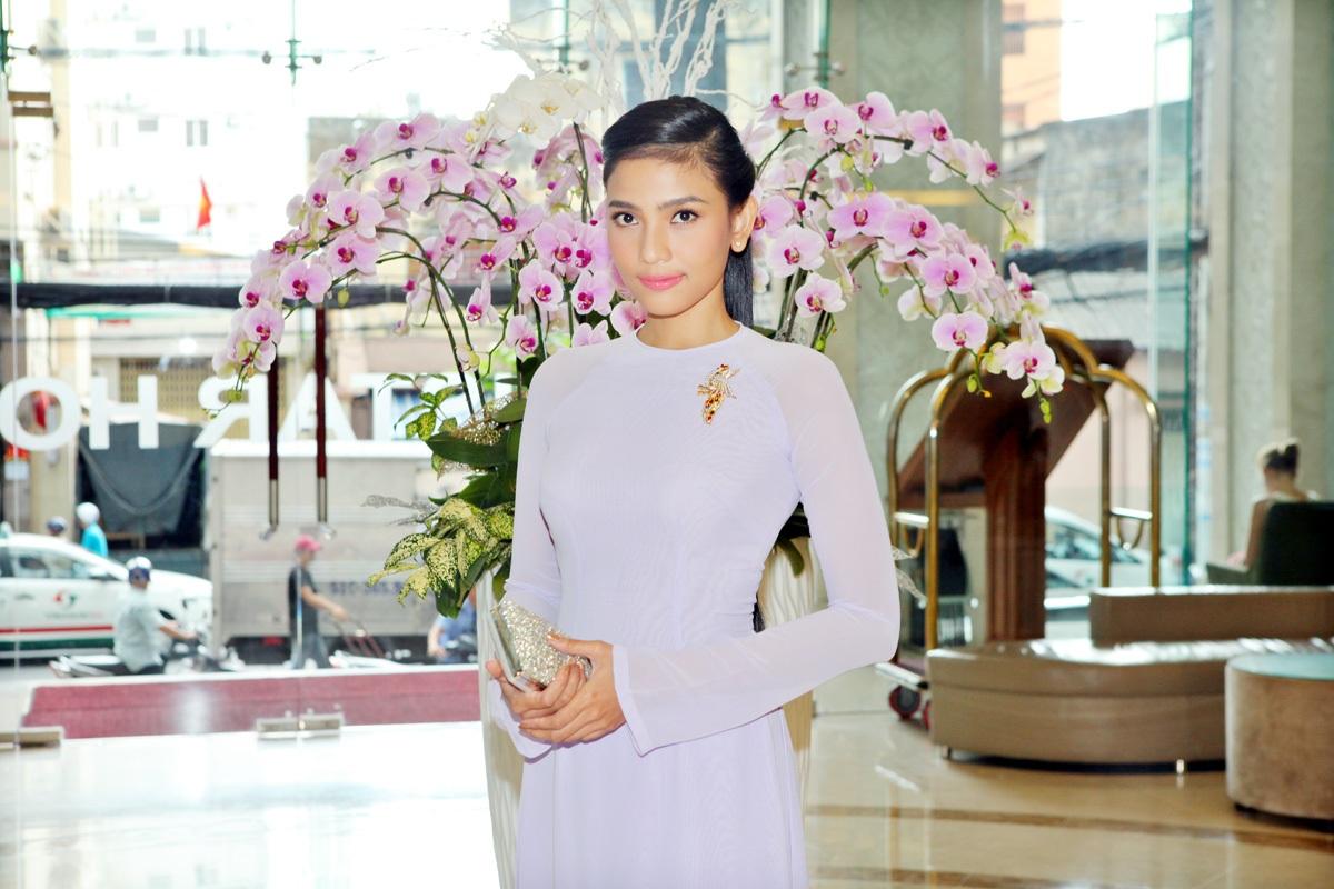 Trương Thị May đẹp dịu dàng với áo dài - 4