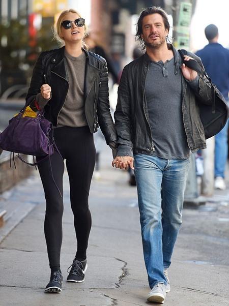 Người đẹp hẹn hò cùng bạn trai mới, Tom Daly