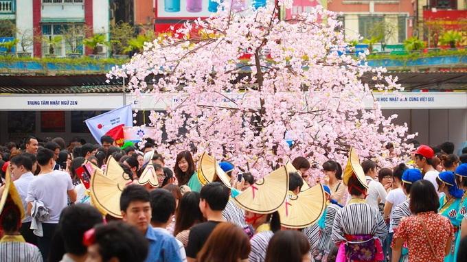 Sài Gòn... rộn ràng lễ hội cuối tuần - 1
