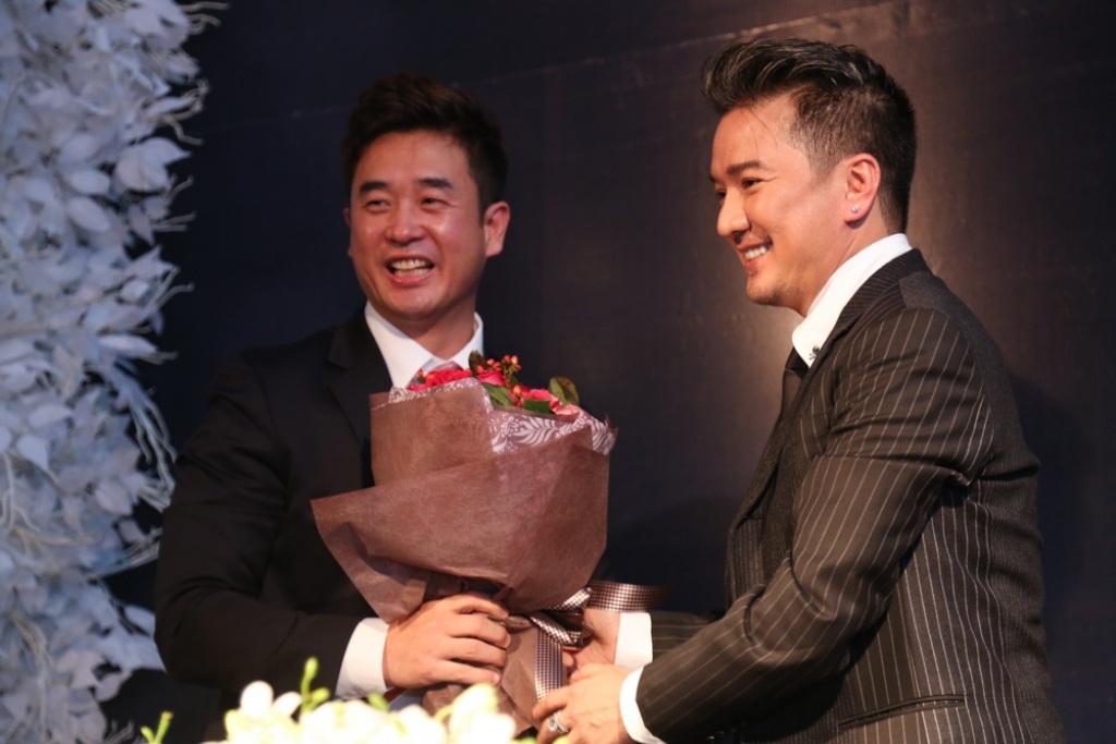 Đàm Vĩnh Hưng nhận giải thưởng Danh dự Châu Á - 8