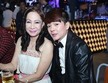 Ca sĩ Vũ Hà và vợ