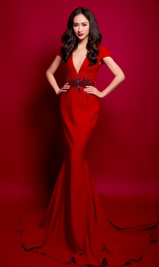 Hà Thu sang trọng và gợi cảm trong trang phục dạ hội màu đỏ rực rỡ