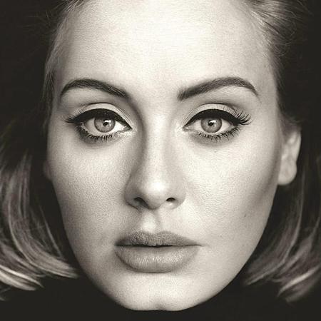"""Màn tái xuất của """"họa mi nước Anh"""" Adele đã thực sự gây """"bão"""" cho toàn thể làng nhạc thế giới. Và ngay ở trang bìa album 25, nữ ca sĩ đã khiến người hâm mộ phải sững sờ, run rẩy trước một cặp mắt mở to, vừa ám ảnh lại vừa mê hoặc."""