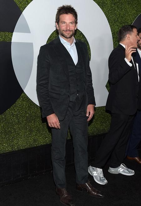 Nam tài tử điển trai Bradley Cooper cũng lịch lãm tới góp vui