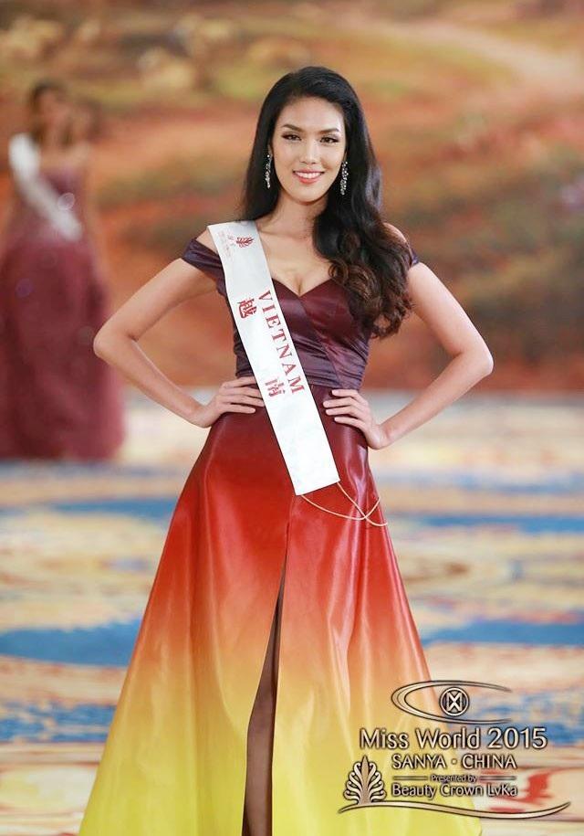 Chiếc váy dạ hội của Lan Khuê trở thành váy dạ hội đẹp nhất cuộc thi năm nay và cô cũng có tên trong danh sách Top 30 người đẹp xuất sắc nhất phần thi Top Model.