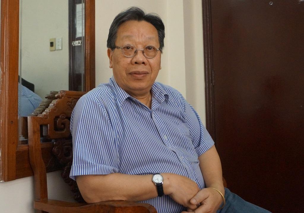 GS Trần Quang Hải đang có mặt tại TPHCM. Lần đầu tiên GS Hải chính thức lên tiếng về vế vấn đề thực hiện di nguyện của cha và tham gia hội thảo chầu văn tại thành phố Nam Định.