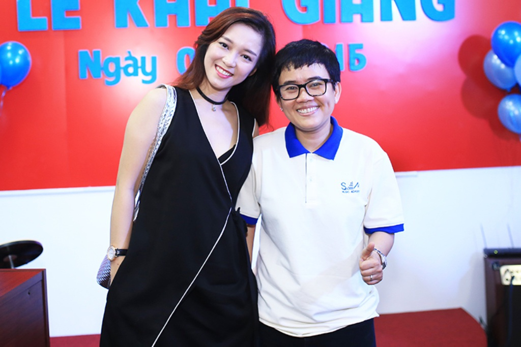 Ca sĩ Đinh Hương là một trong những thế hệ ca sĩ đầu tiên bước ra từ chương trình truyền hình thực tế về âm nhạc do Phương Uyên dẫn dắt