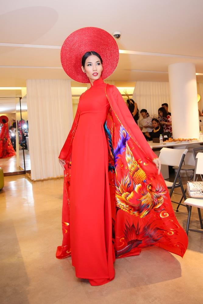 Trương Thị May, á hậu Hoàn vũ Lệ Hằng lộng lẫy với áo dài - 12