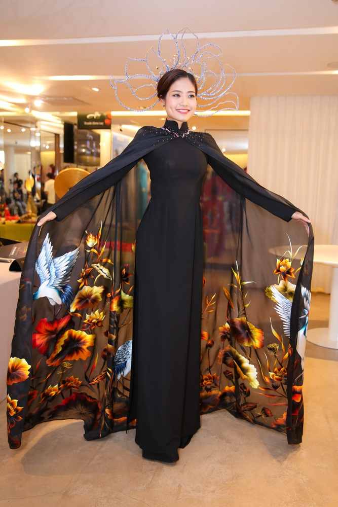 Trương Thị May, á hậu Hoàn vũ Lệ Hằng lộng lẫy với áo dài - 10