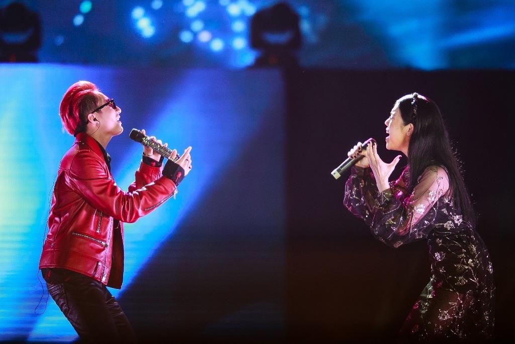 Tiết mục được nhiều khán giả chờ đợi trong đêm là màn kết hợp của Sơn Tùng vàThu Phương. Cả hai thể hiện ca khúc Anh sai rồi do chính Sơn Tùng sáng tác.