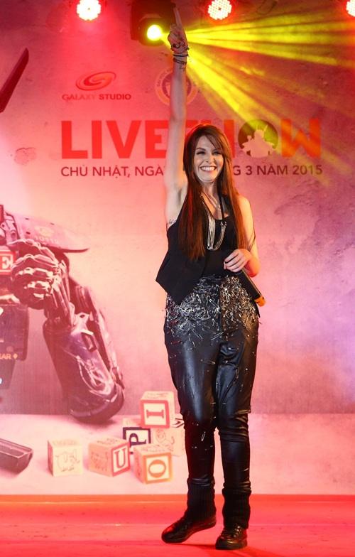 Nhìn lại thảm họa thời trang showbiz Việt 2015 - 1