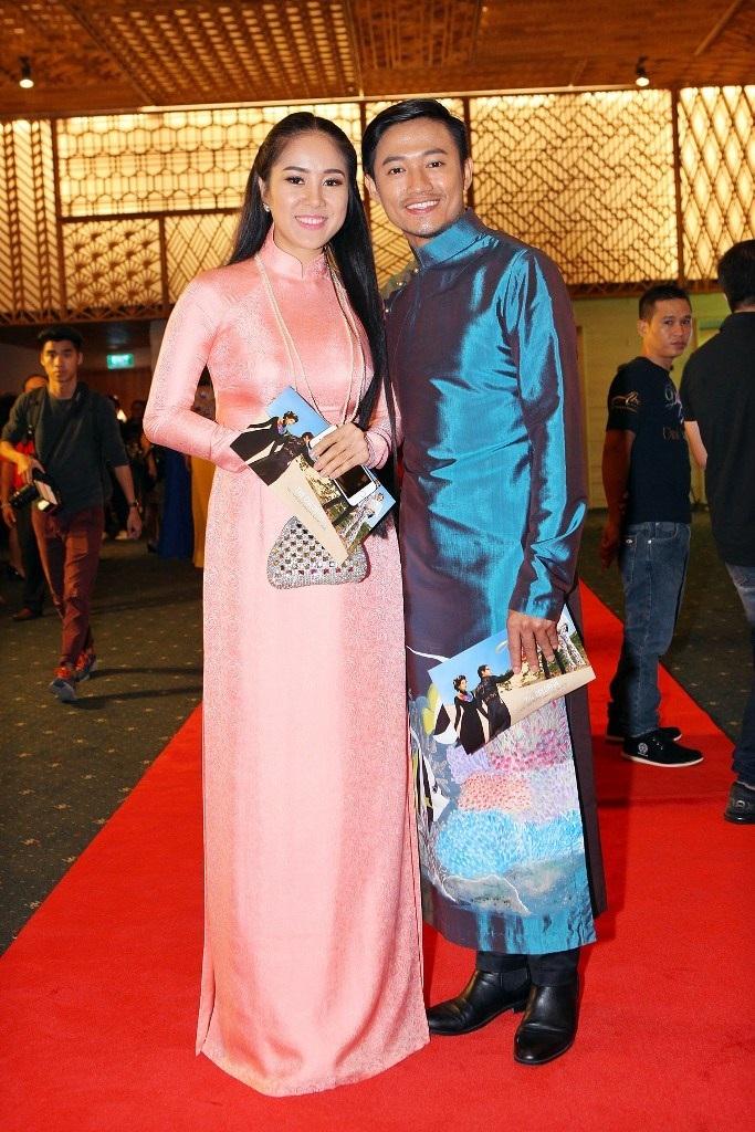 Lê Phương và Quý Bình tuyên bố chia tay nhưng vẫn xuất hiện bên cạnh nhau như bạn bè thân thiết