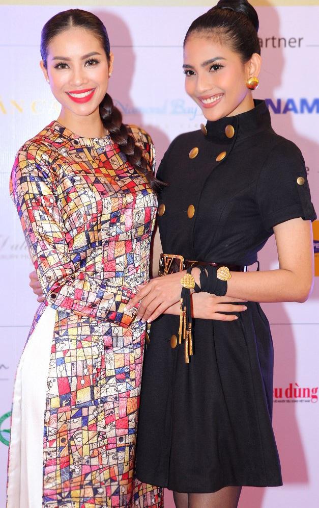 Trương Thị May và Phạm Hương vô cùng thân thiết khi gặp nhau trong chương trình