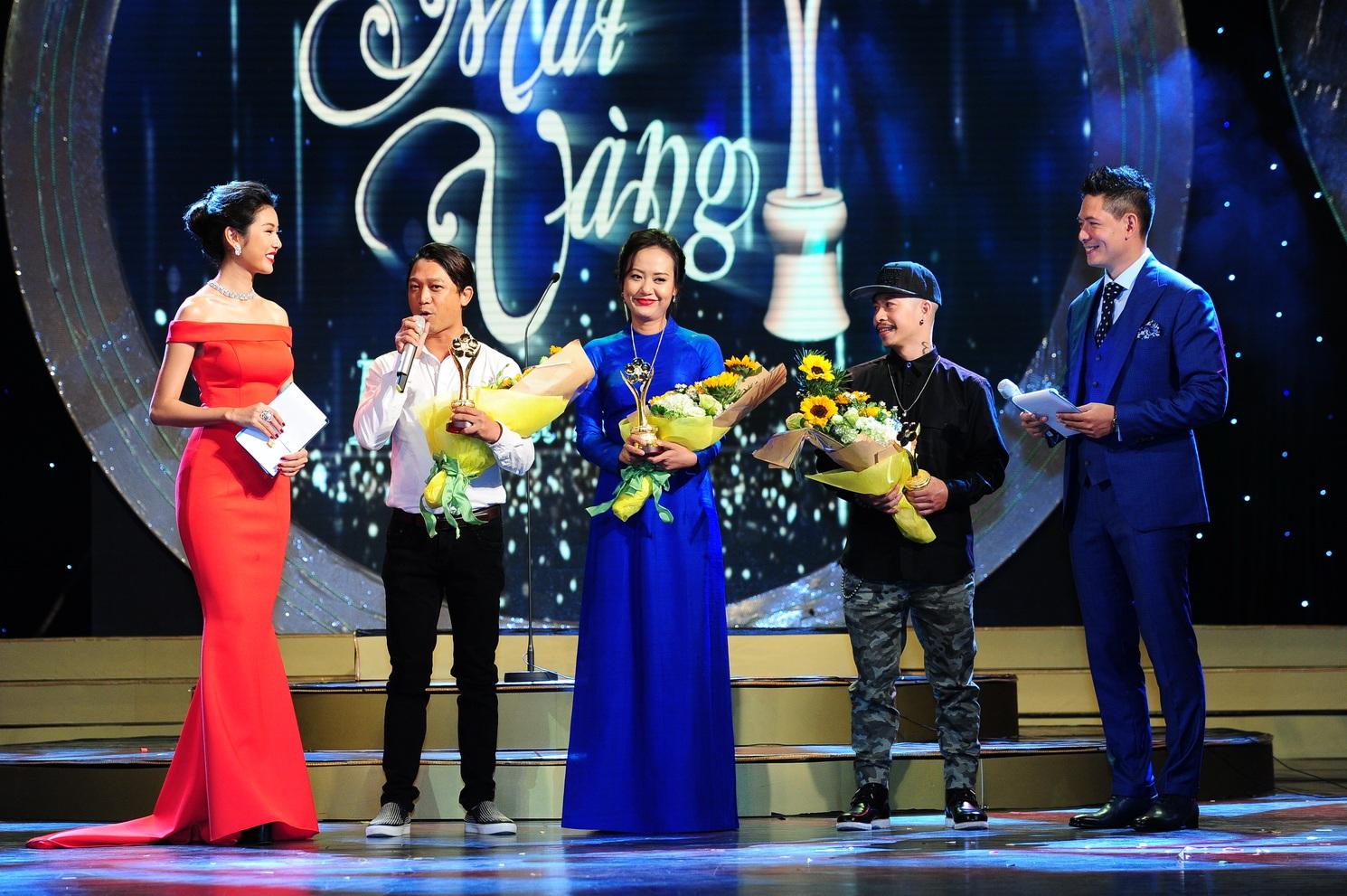 Trước đó, có 3 hạng mục giải thưởng đã được công bố trước lên nhận giải đầu tiên: Vở Nửa đời hương phấn của sân khấu kịch Hoàng Thái Thanh, đạo diễn Ái Như được Hồng Ánh lên đại diện nhận giải; chương trình Ơn giời cậu đây rồi và bộ phim Yêu của đạo diễn Việt Max.