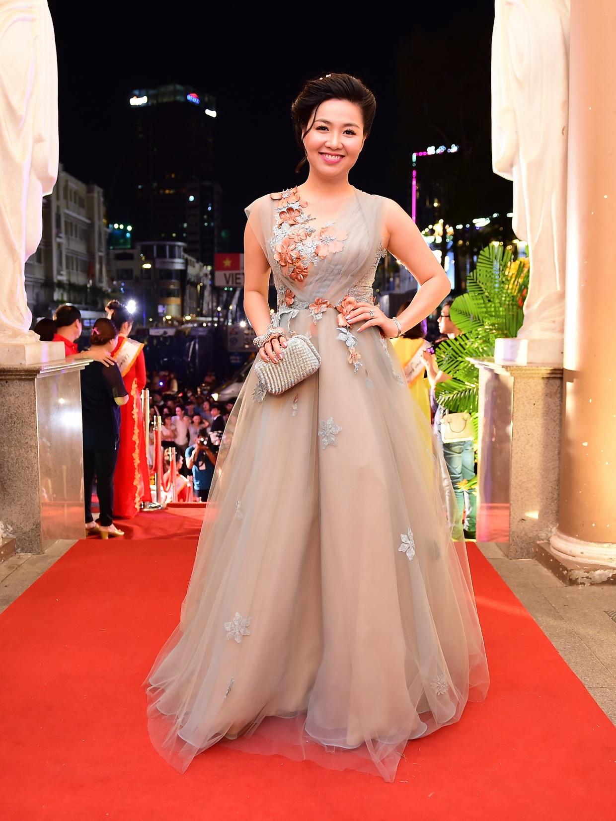 Diễn viên Lê Khánh nhận được giải thưởng Nữ diễn viên sân khấu được yêu thích nhất với vai Hồng trongvở kịch Cần ai đó để được yêu thương, nhưng rất tiếc khi trao giải Lê Khánh vắng mặt.