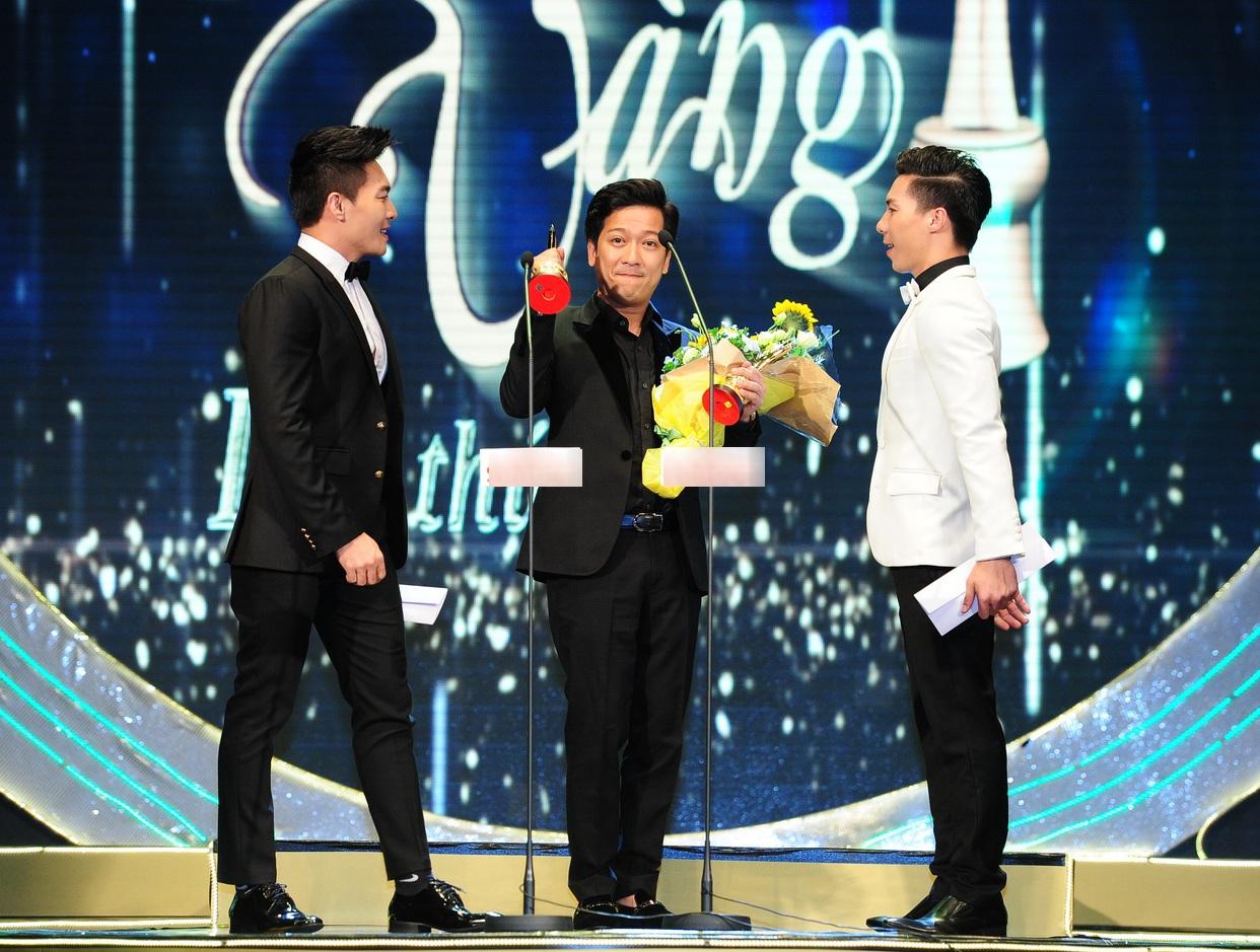 Trường Giang bất ngờ nhận được 2 giải thưởng dành cho hạng mục Diễn viên hài được yêu thích nhất trong vai trò trưởng phòng của Ơn giời cậu đây rồivà Nam diễn viên sân khấu được yêu thích nhất với vai diễn Bá hộ trong Đại hỉ