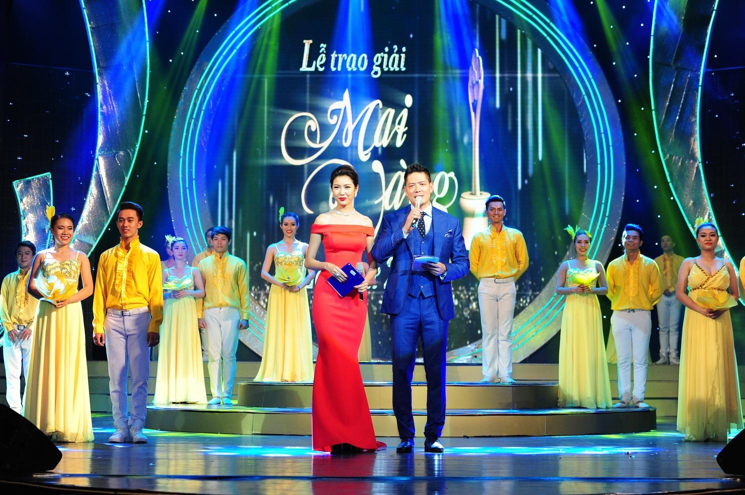 Á hậu thế giới Thúy Vân cùng diễn viên Bình Minh đảm nhận vai trò MC của chương trình.
