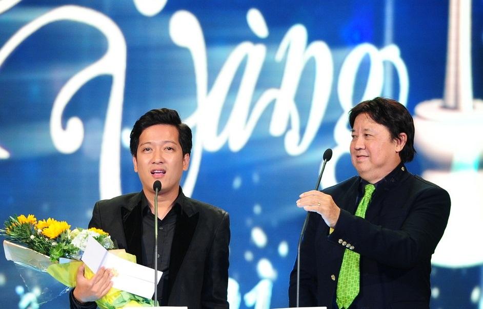 Bất ngờ với 2 giải thưởng này, Trường Giang chia sẻ bây giờ tôi chết cũng được khiến NSƯT Bảo Quốc không đồng tình.