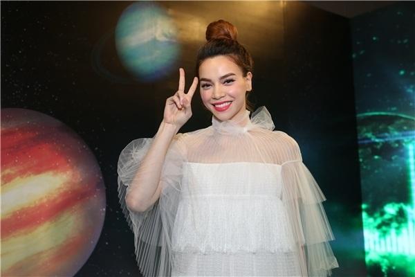 Top 10 sao Việt mặc đẹp tuần qua - 2